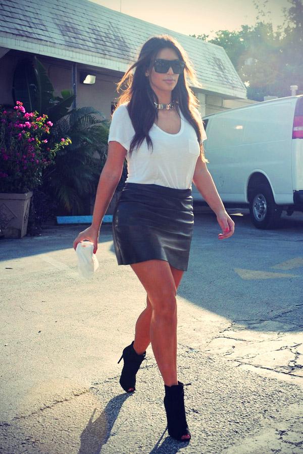 Kim and Khloe Kardashian Stop at Cuban Coffee Hotspot