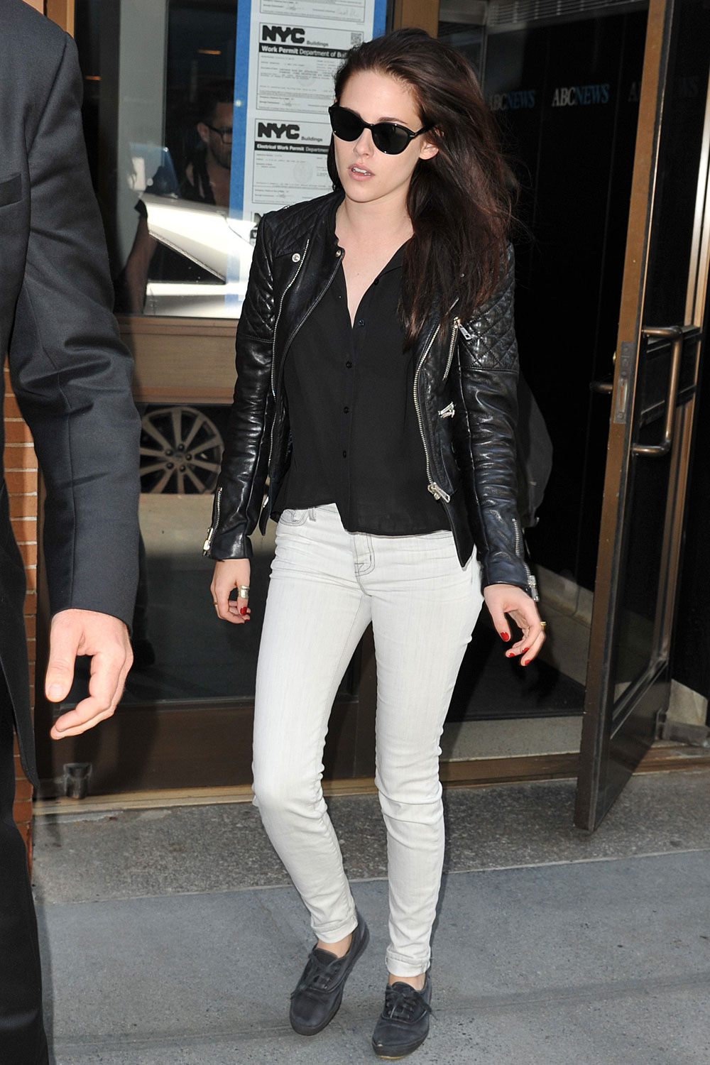 Kristen Stewart Live with Kelly arrival candids