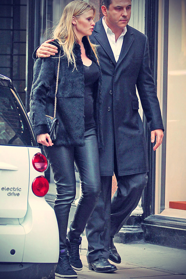 Lara Stone and was spotted on Bond Street in London