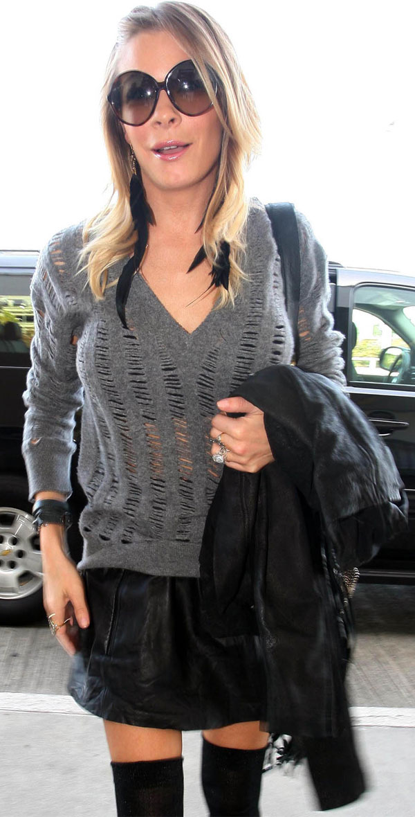 LeAnn Rimes at the LAX airport