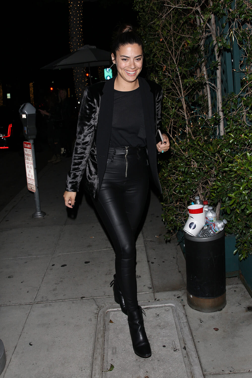 Lorenza Izzo Grab Dinner At Mr Chow In Beverly Hills 18 04