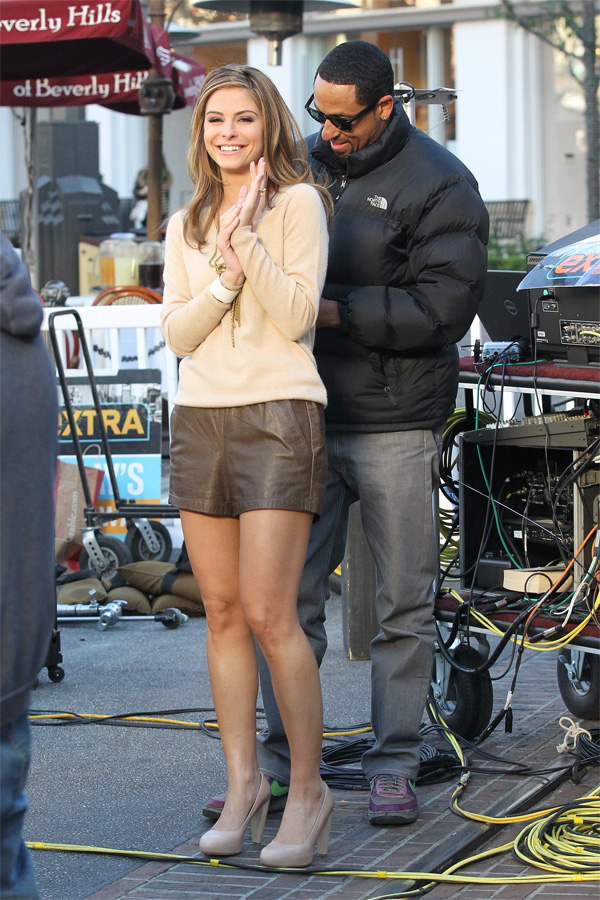 Maria Menounos Filming Extra at The Grove