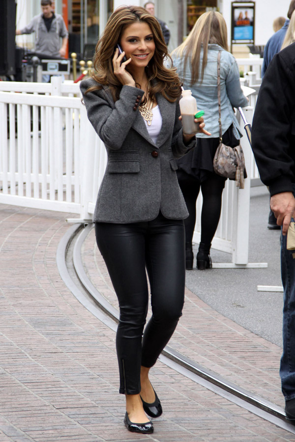 Maria Menounos appear on Extra at The Grove
