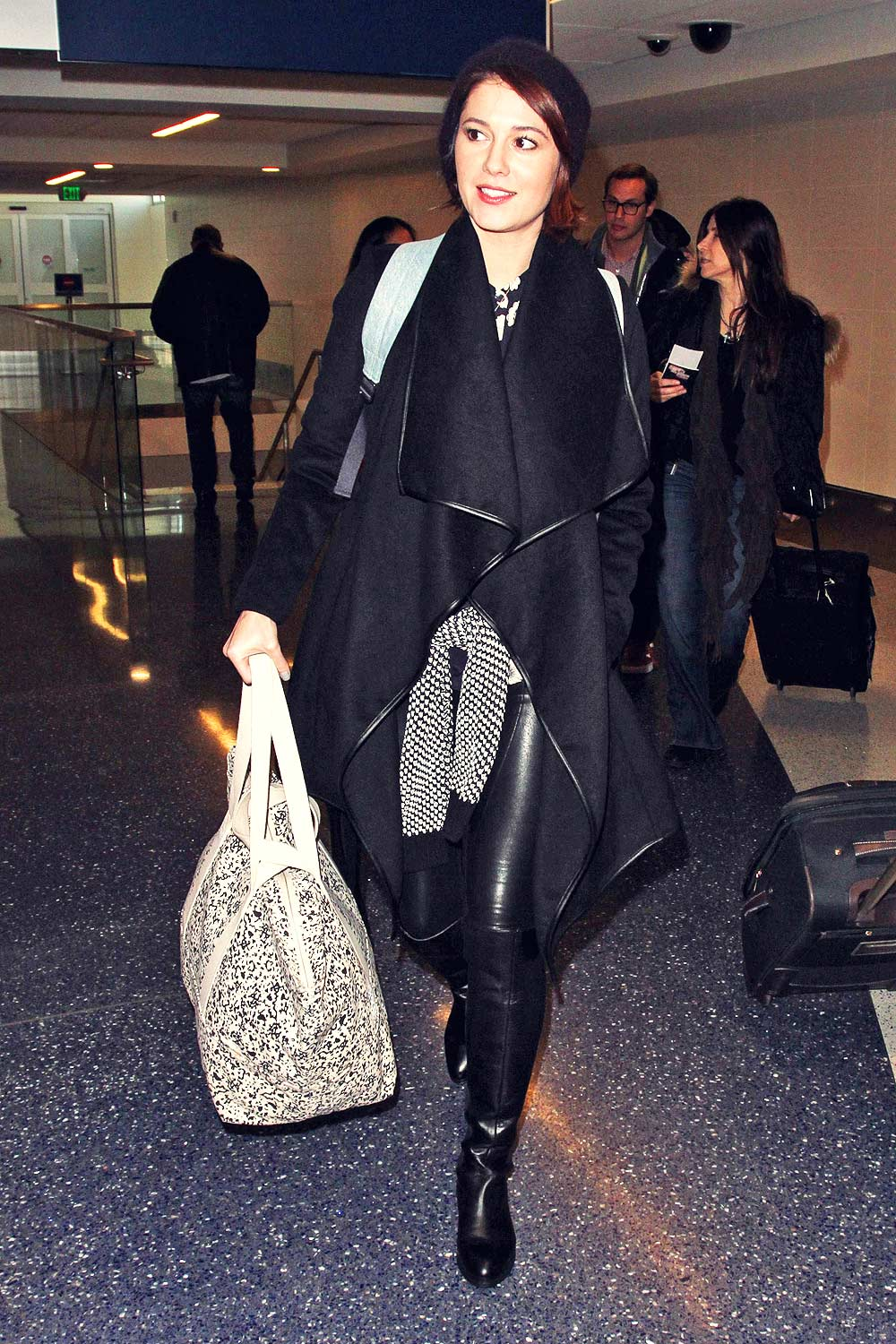 Mary Elizabeth Winstead Arriving The Ariport Leather