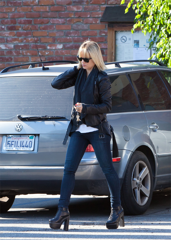 Mena Suvari Out in LA