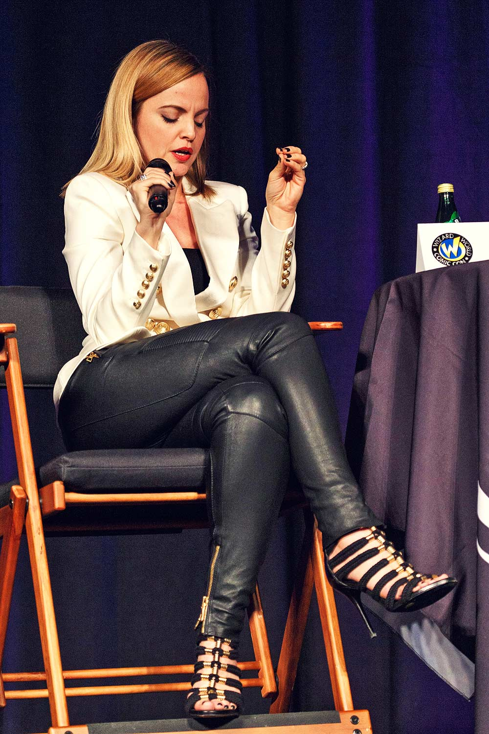 Mena Suvari at 2015 Wizard World Comic Con