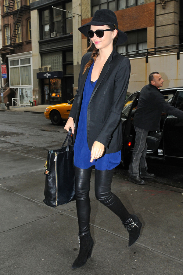 Miranda Kerr heads into a downtown Office Building in NY