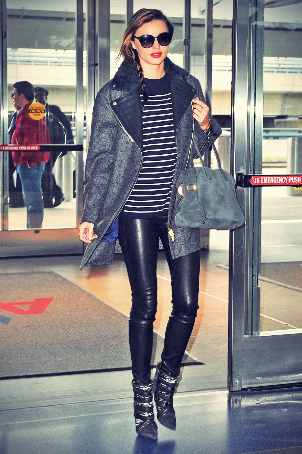 Miranda Kerr heads out of her apartment to catch a flight at JFK Airport