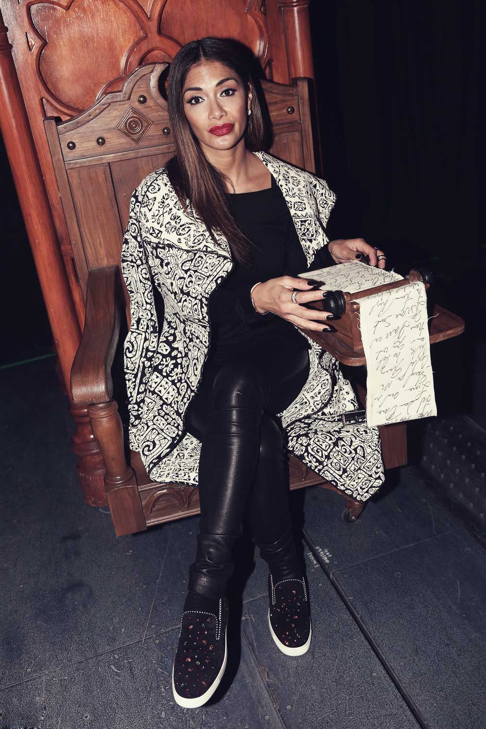 Nicole Scherzinger poses in the backstage at 'Something Rotten' Musical