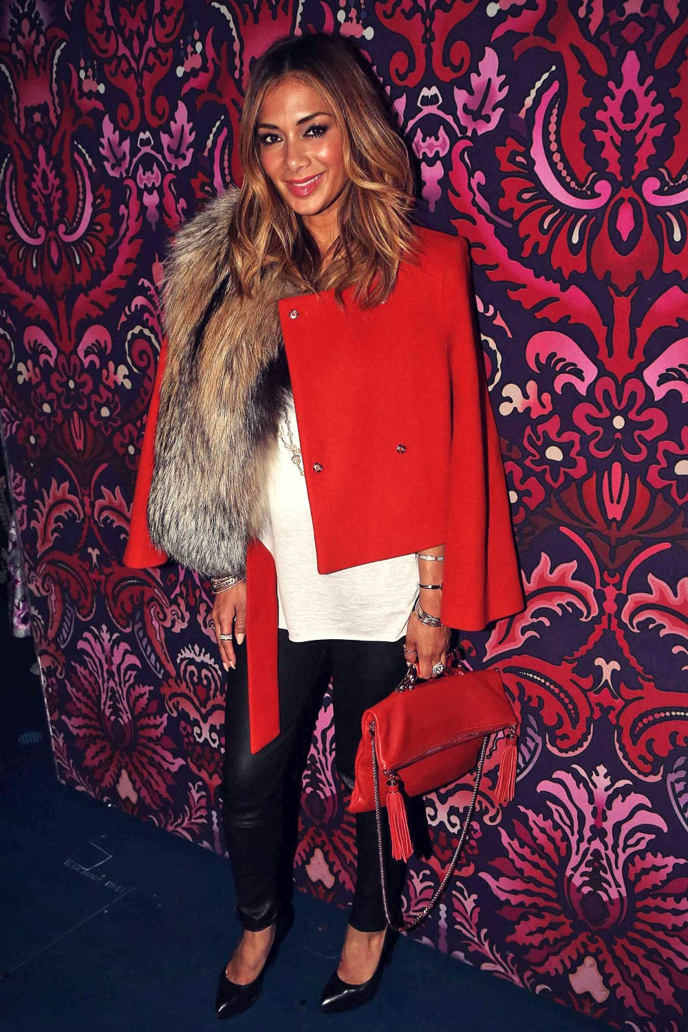 Nicole Scherzinger poses backstage at the musical Finding Neverland