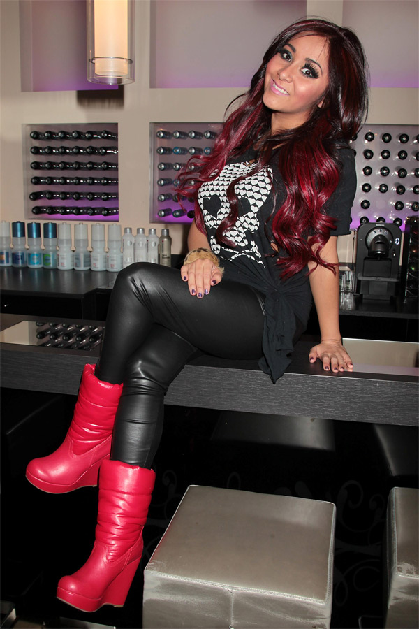 Nicole Snooki Polizzi at Gemini 14 Color Bar Salon in NYC
