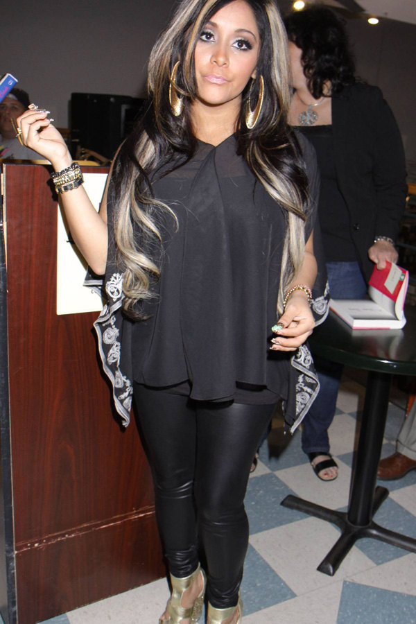 Nicole Snooki Polizzi leaving Apple Seeds indoor playground