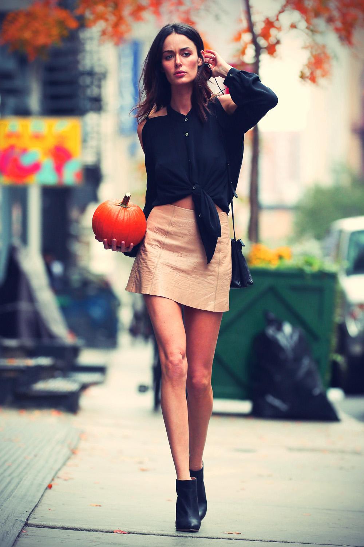Nicole Trunfio walking in Soho
