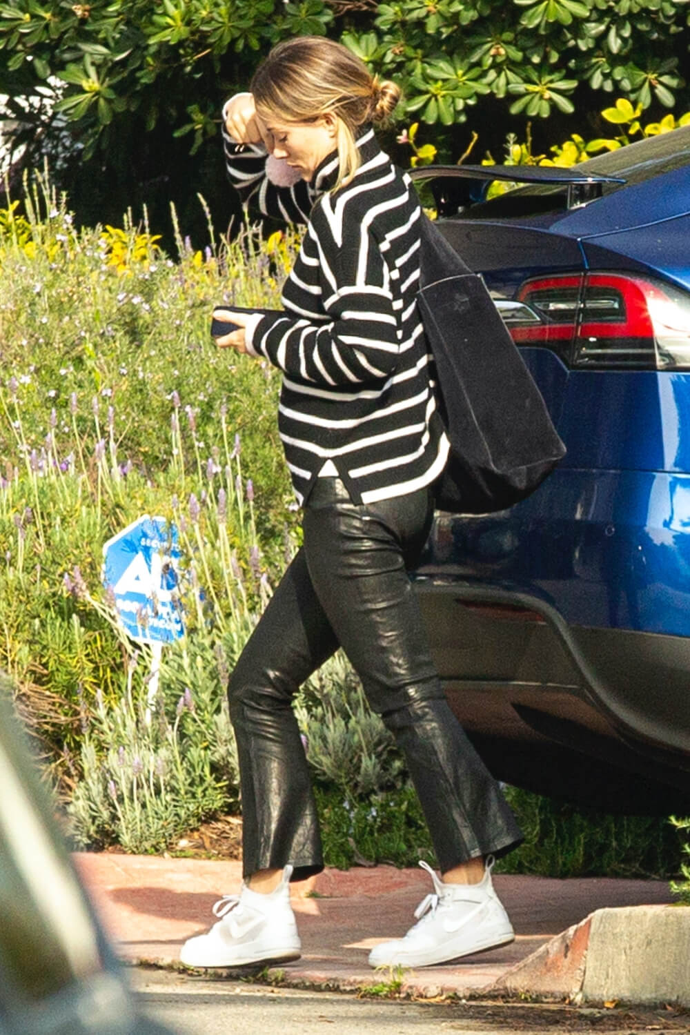 Olivia Wilde heads to the airport in LA