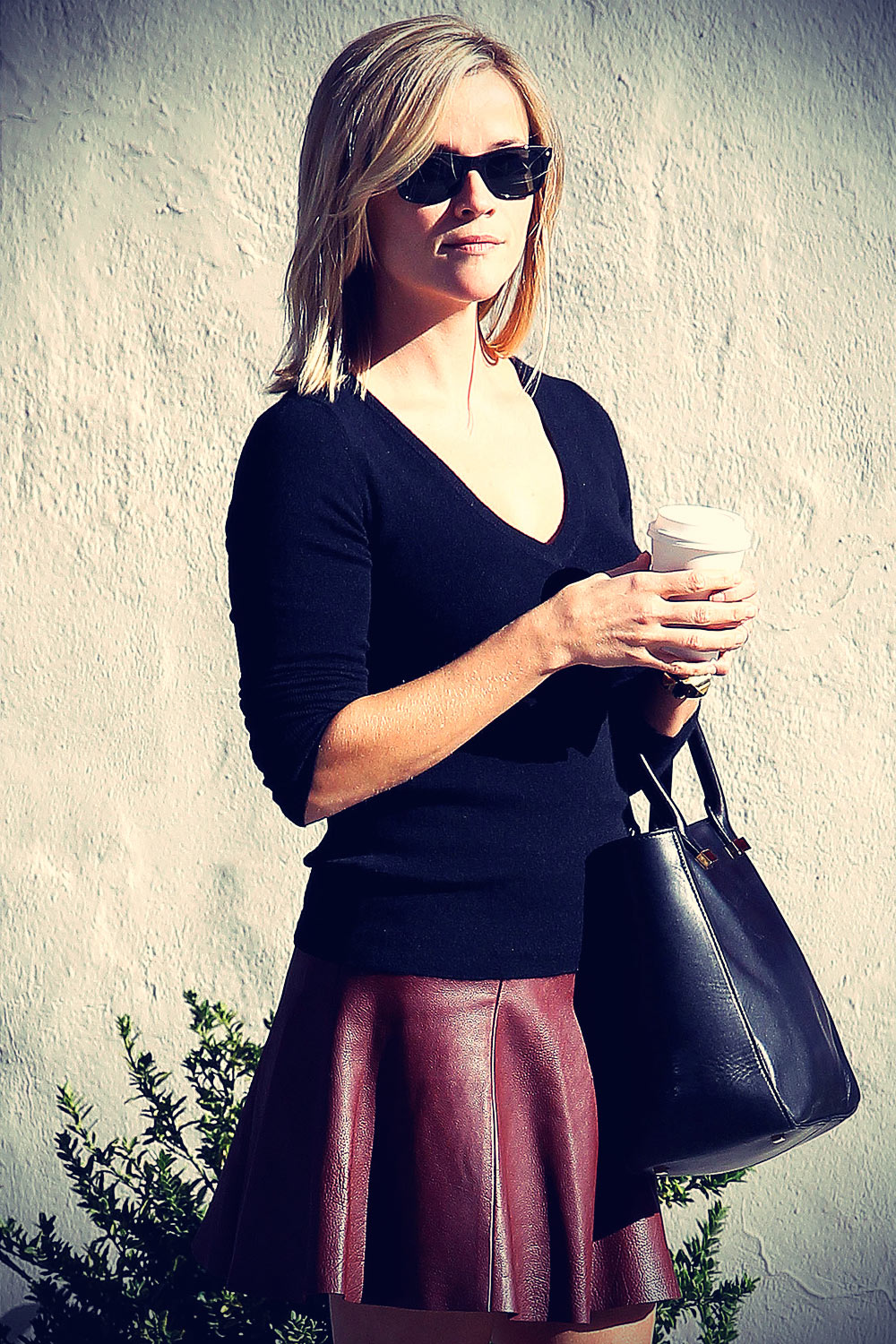 Reese Witherspoon goes to a medical building in BH