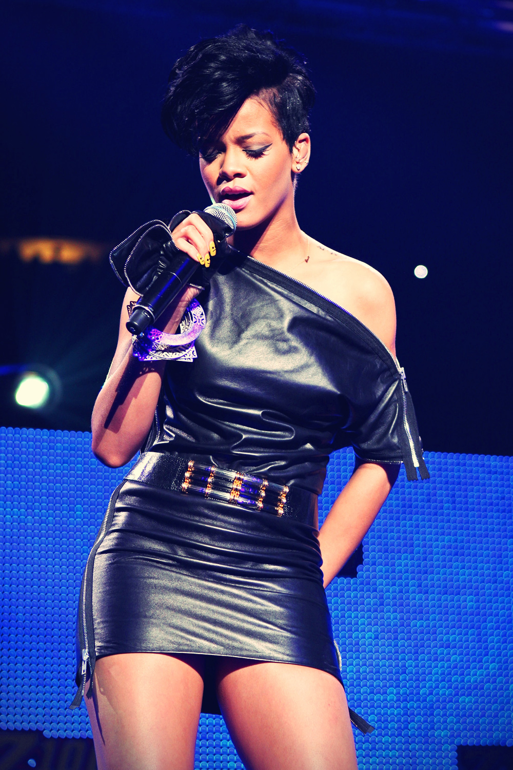 Rihanna performs at the Z100 Jingle Ball