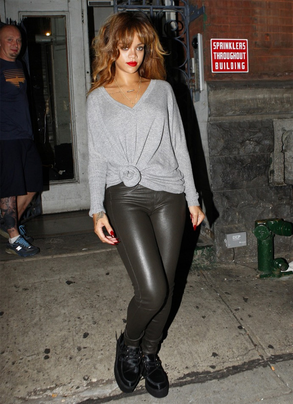 Rihanna back to her hotel in N.Y.C. after a photo shoot