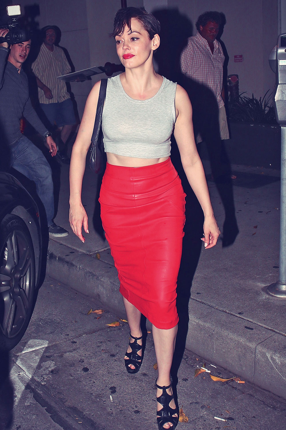 Rose Mcgowan leaves Craigs restaurant after having a dinner