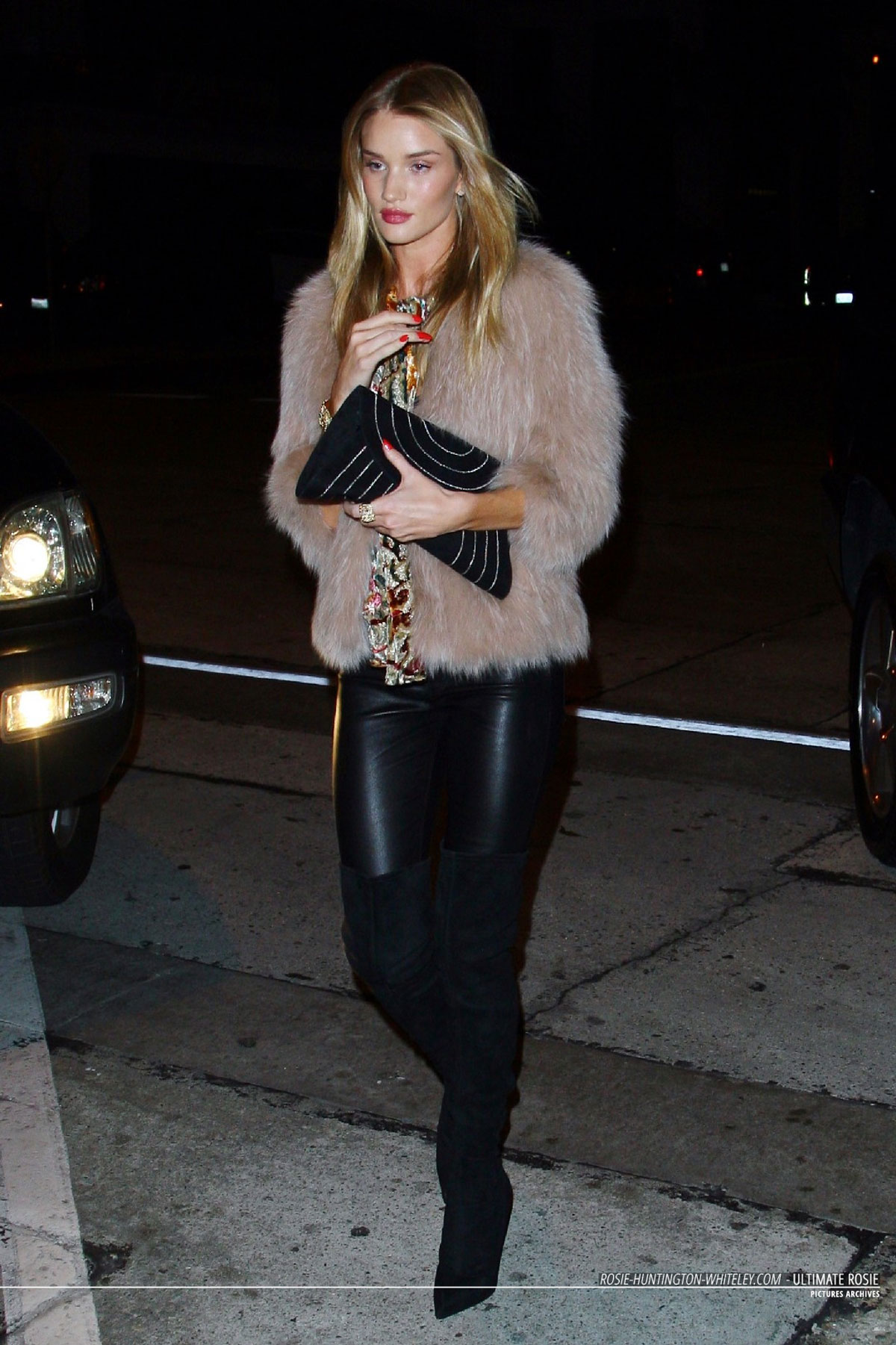 Rosie Huntington Whiteley heading to Craig restaurant for dinner