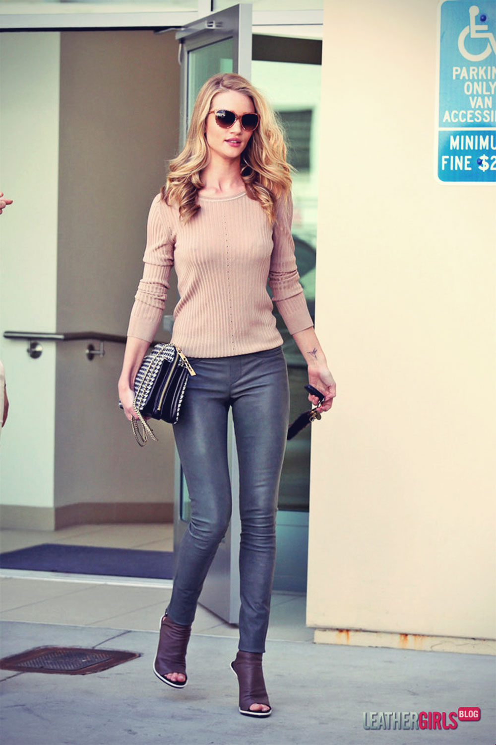 Rosie Huntington-Whiteley shops in Beverly Hills