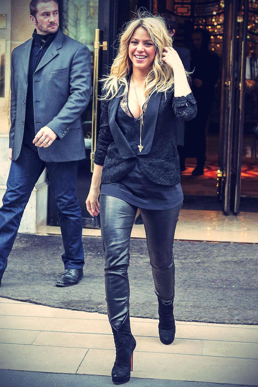 Shakira leaving her Hotel in Paris