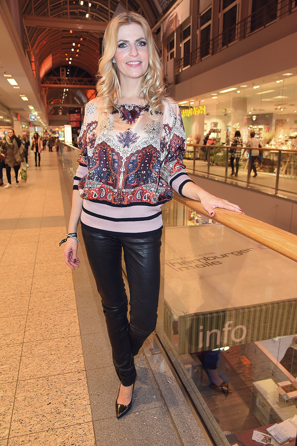 Tanja Buelter attends the late night shopping party ...