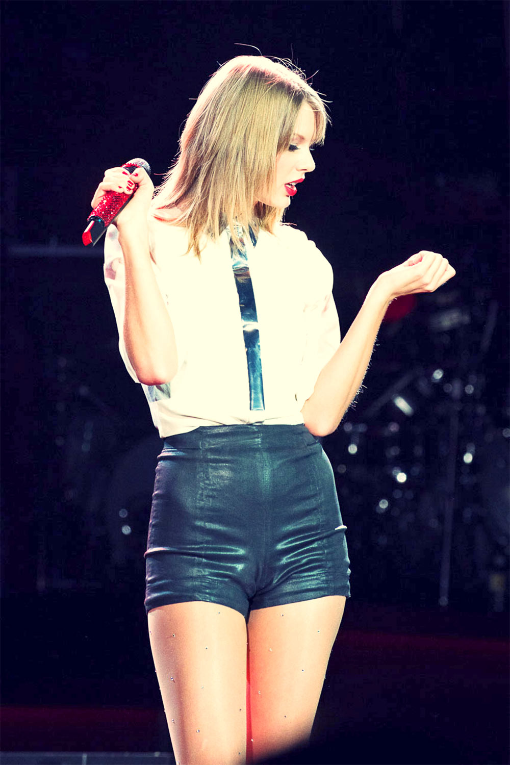 Taylor Swift The RED Tour performance candids