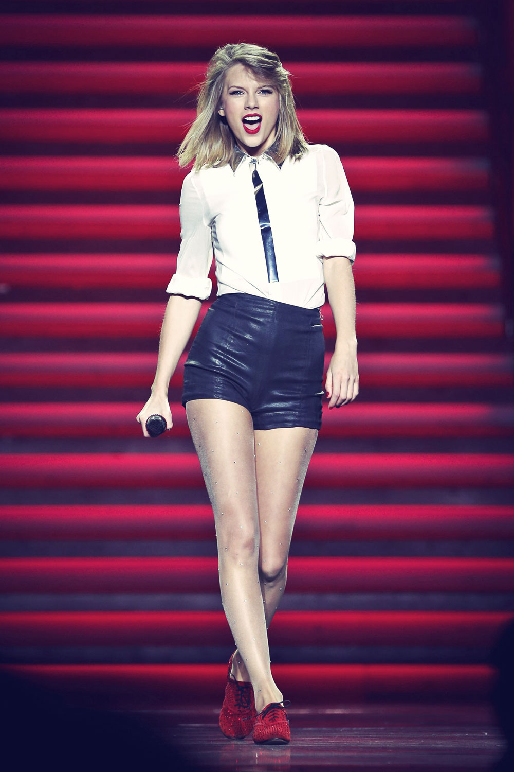 Taylor Swift performing in Shanghai
