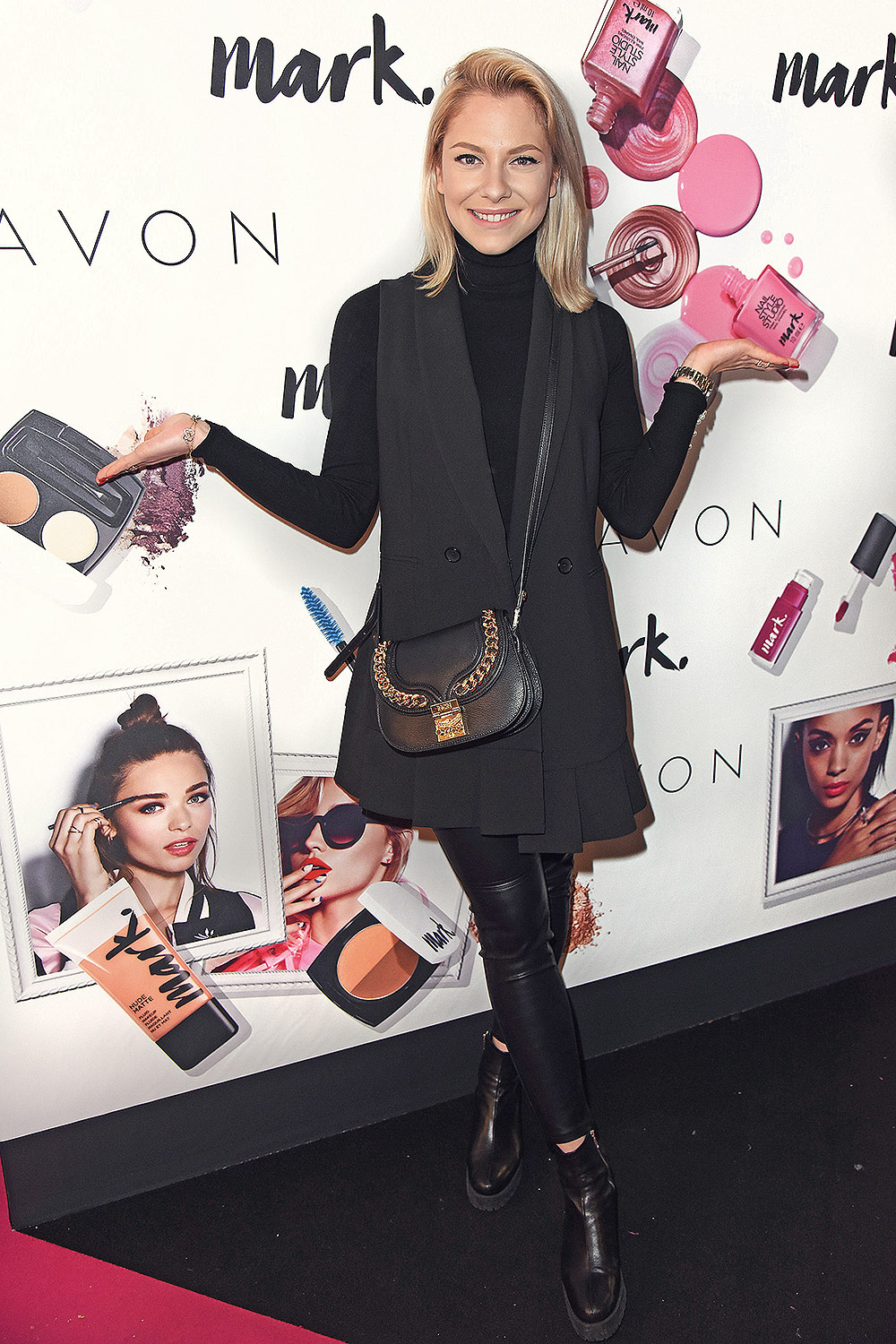 Valentina Pahde attends Glow Beauty Convention