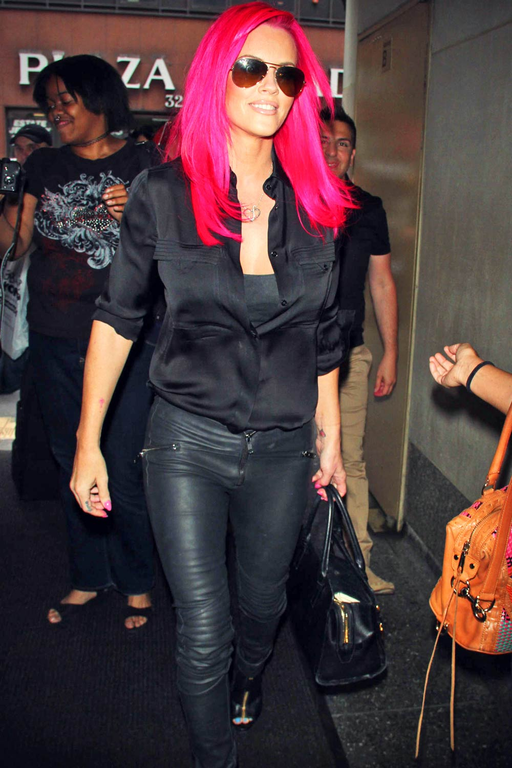 Jenny McCarthy shows off her new hot pink