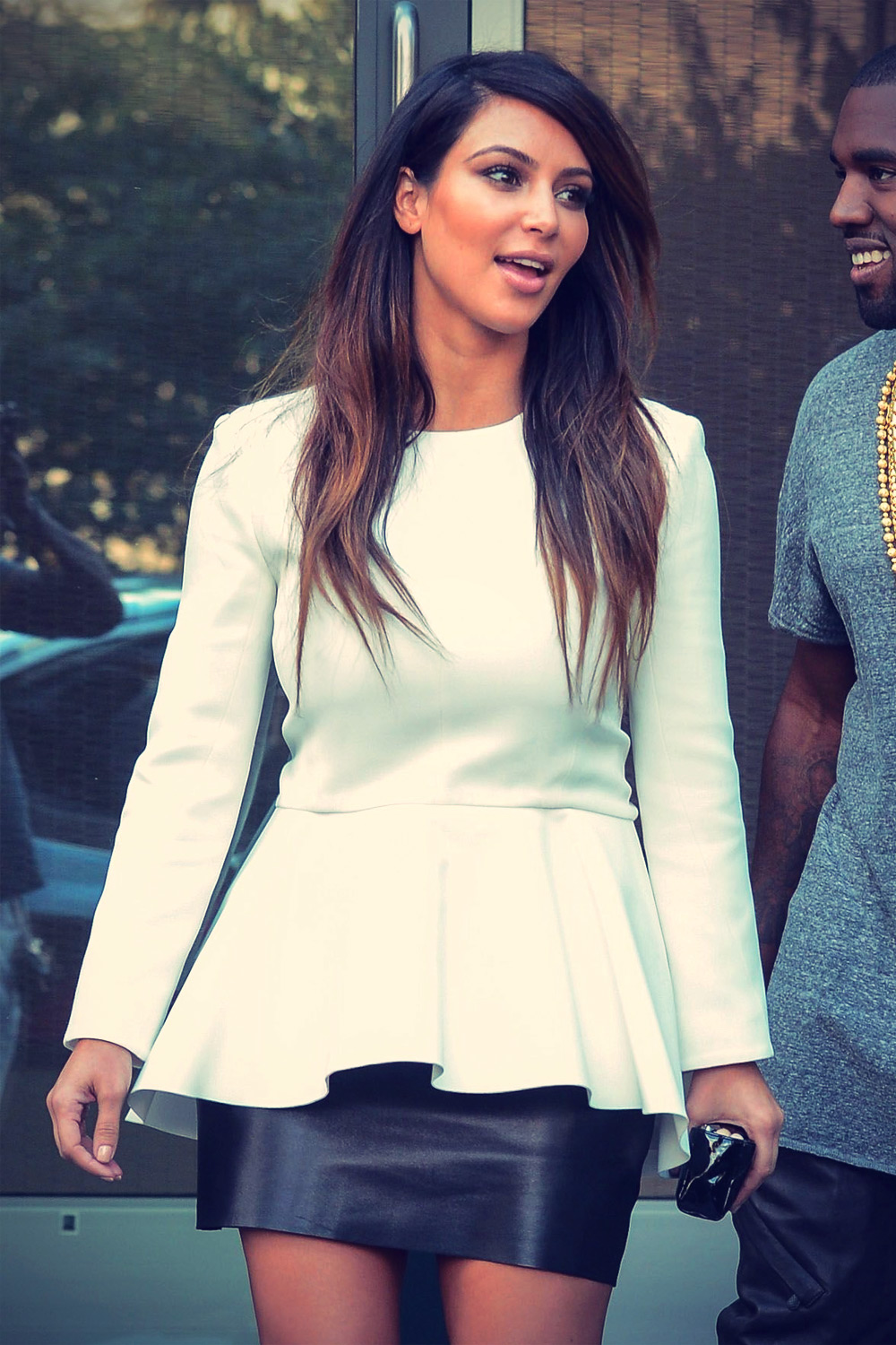 Kim Kardashian leaving an apartment building