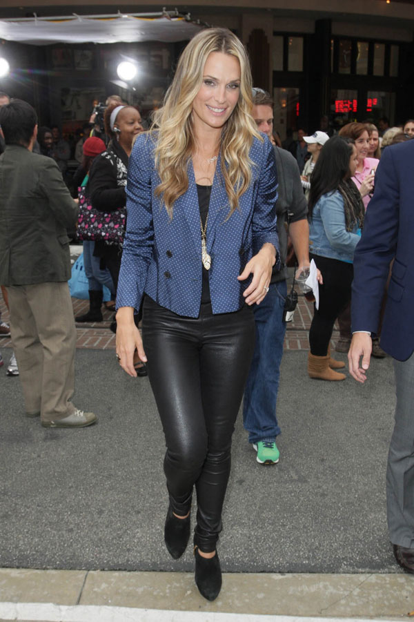 Molly Sims interviews With Extra at The Grove in Los Angeles