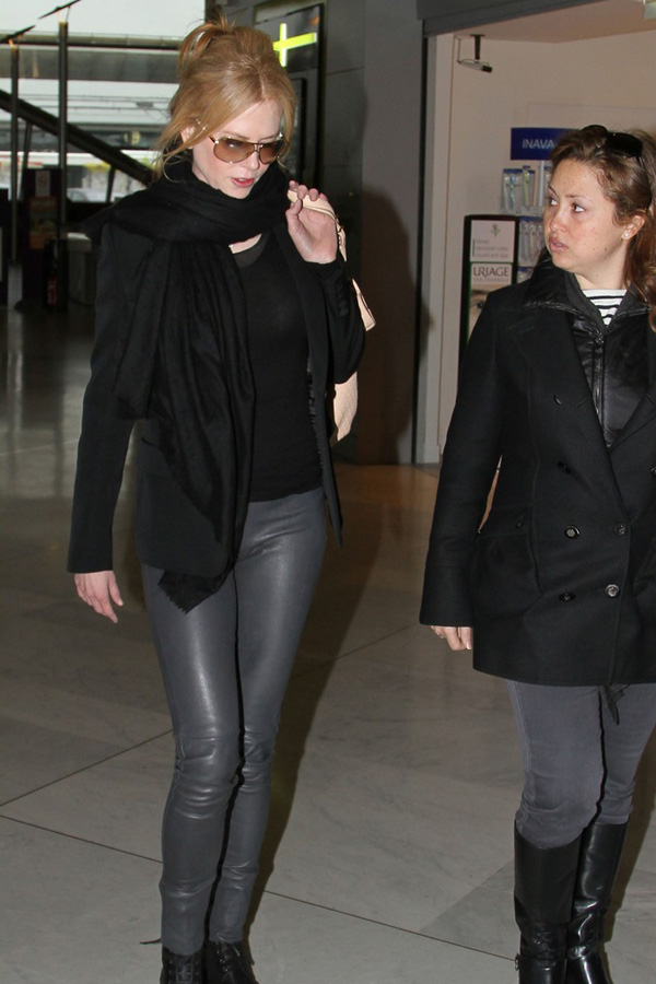 Nicole Kidman at Charles de Gaulle airport in Paris